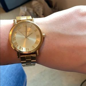 Michale Korea All Gold Watch